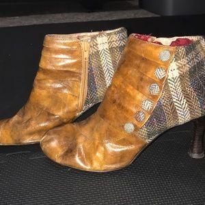 Plaid/leather shoes